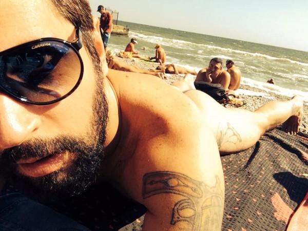 Алексей Гладушевский отдохнул на нудистском пляжеОдессы