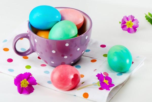 Яйца красят в Чистый четверг, который в 2017 году выпадает на 13 апреля