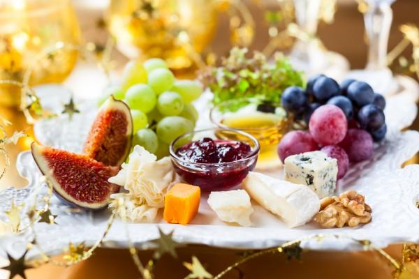 Сырная тарелка на Новый год