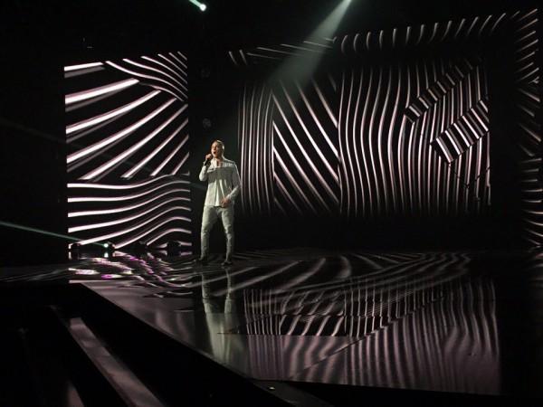 Х-фактор 7 сезон 6 прямой эфир: Витольд Петровский не изменяет своему стилю