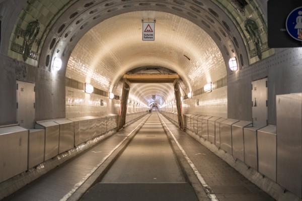 Тоннель под Эльбой улица
