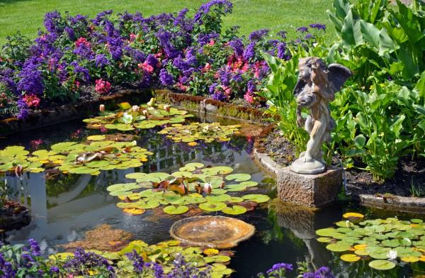 Дом у озера: Как создать пруд на даче своими руками