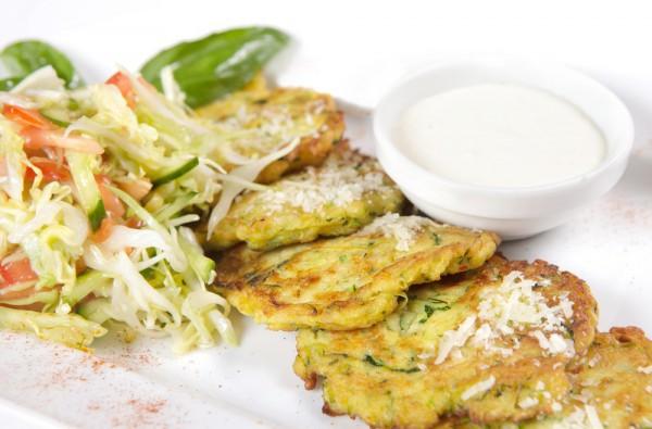 Рецепт                  Оладьи из кабачков с чесноком и базиликом