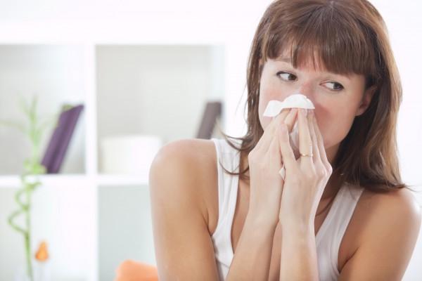 Насморк и чихание могут быть признаками весенней аллергии