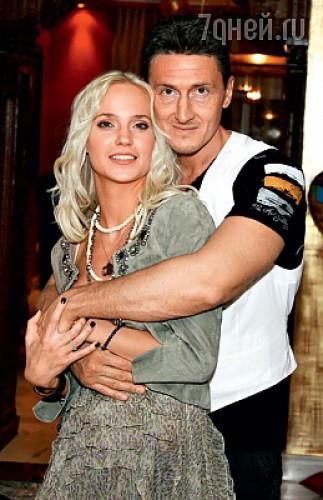 Наталья вышла замуж за бизнесмена Александра Чистякова, совладельца нефтяной компании, 17 июня 2006 года