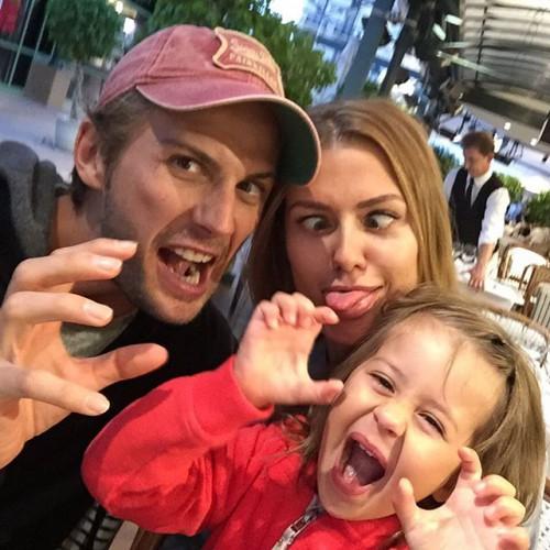 Виктория Боня со своей семьей