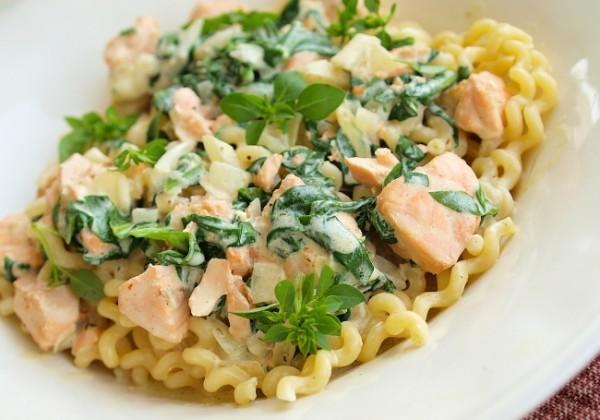 Рецепт                  Паста с жареным лососем и шпинатом