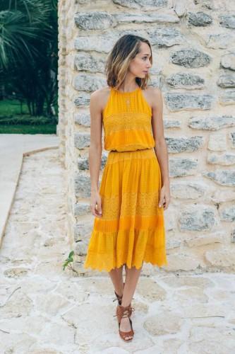 Одежда в горчичном цвете