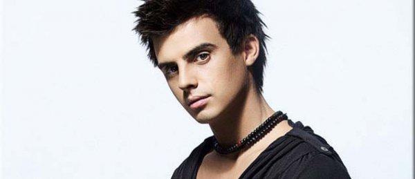 В начале 2012 Кирилл Туриченко становится участником главного вокального шоу Украины Голос країни. Нова історія