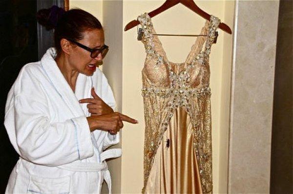 Накануне свадьбы Эвелина заметила большого таракана на своем платье. Говорят, к деньгам