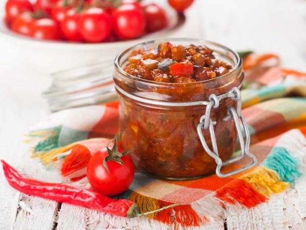 Салат из кабачков в томатном соусе