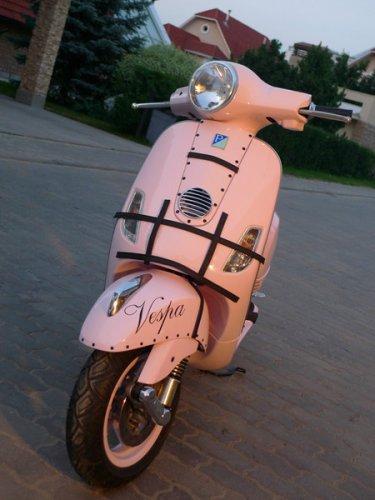 Культовый итальянский мотороллер Vespa производится концерном Piaggio
