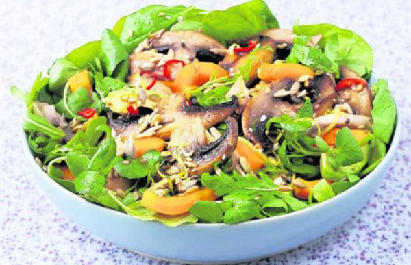 Грибной салат из шампиньонов и сладкого перца