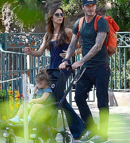 Виктория и Дэвид отправились с детьми в Диснейленд