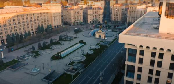 Queen и Адам Ламберт выпустили ролик, в котором показали безлюдный Киев