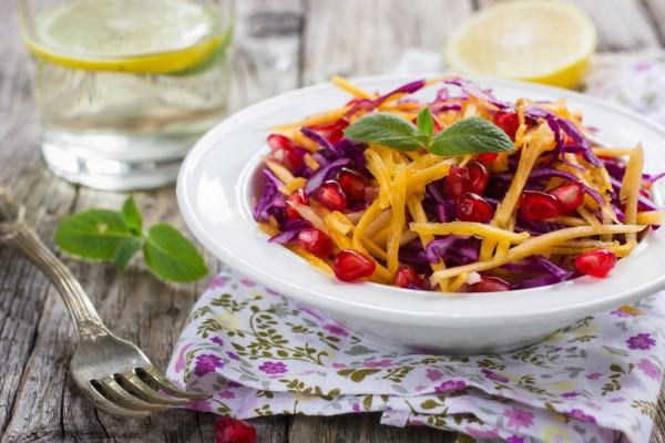 Постный салат из красной капусты и тыквы