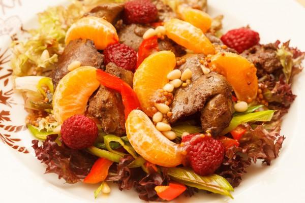 Салат из печени с фруктами