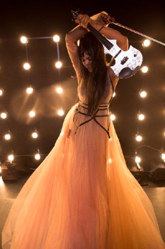 Ассия Ахат со скрипкой фото