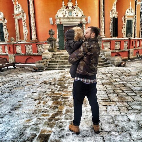 Алексей Чадов показал фото с ребенком на руках