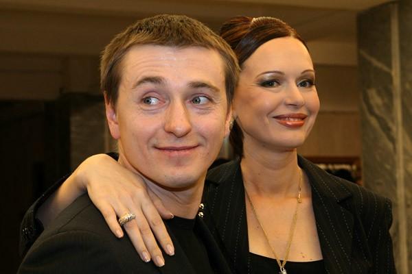 Ирина Безрукова показала, как супруг признается ей в любви