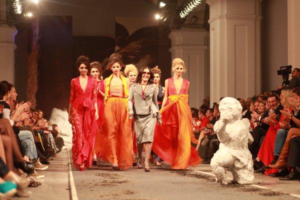 Финальный выход: дизайнер Юлия Айсина с моделями