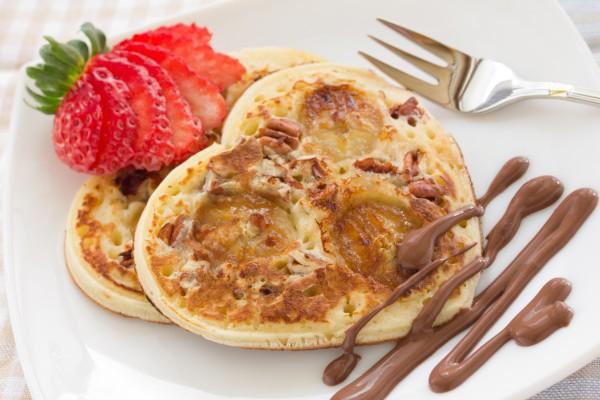 Завтрак на День святого Валентина: оладьи с бананами