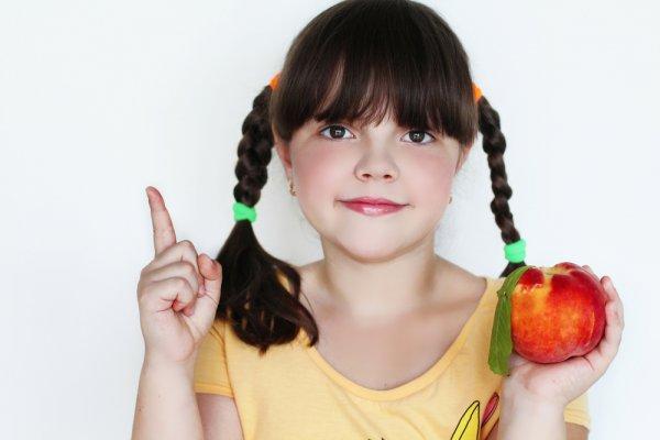 Фрукты в рационе ребенка-школьника должны быть круглый год