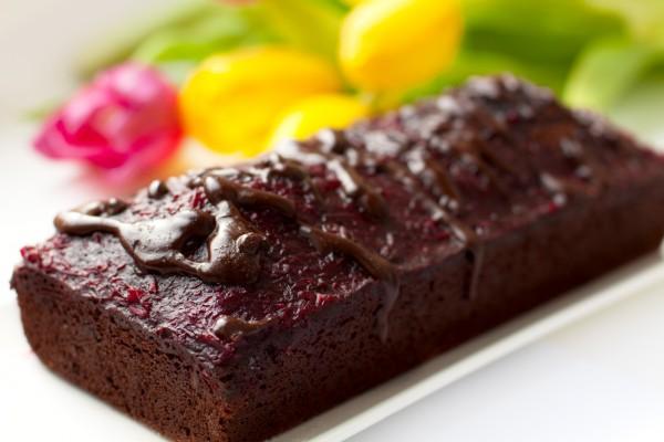 Шоколадный кекс с орехами