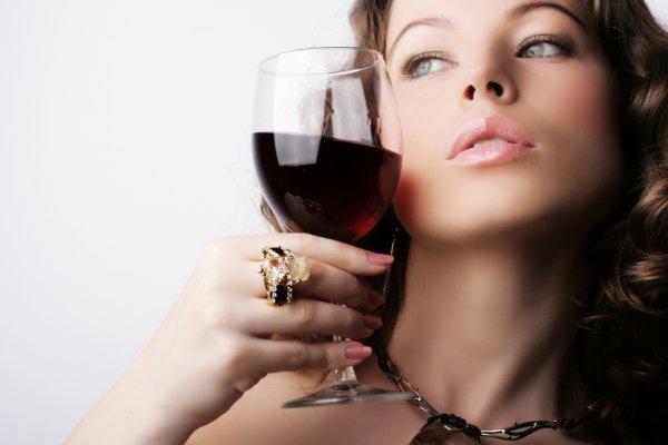 Эксперты советуют постоянно подсчитывать дозы потребляемого алкоголя, чтобы контролировать для себя уровень опасности