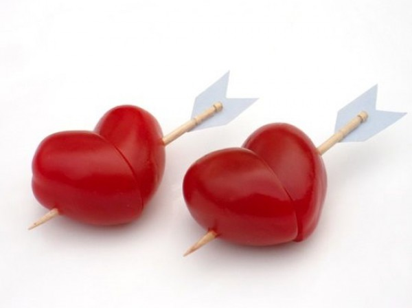 Сердечки из томатов черри