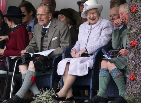 Королевская семья Британии привезла из Шотландии скандал