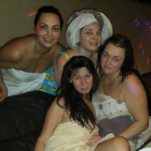 Королева в бане с подругами