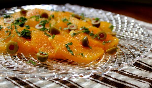 Рецепт                  Простой салат из апельсинов и оливок