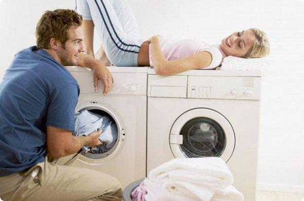 Более дорогая модель стиральной машины очень проста в использовании! Если твой мужчина не любит хозяйничать, ты можешь убедить его  делать это, сказав, что машина