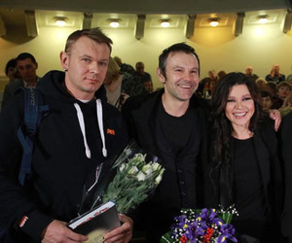 Сашко Положинский (слева) с Вакарчуком и Русланой