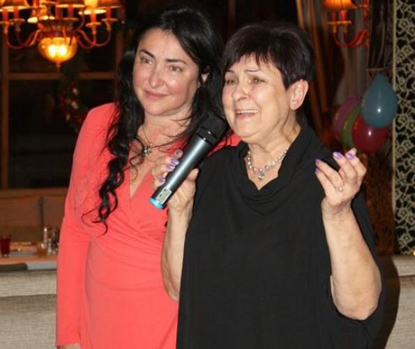 Мама Лолиты не уедет с Украины