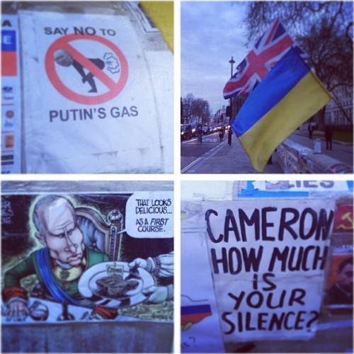 Катя Осадчая показала карикатуры на Путина в Лондоне