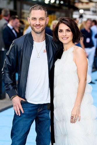 Том Харди с женой Шарлоттой Райли