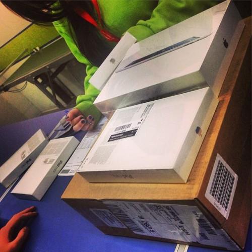 Алина Гросу купила один планшет iPad, четыре планшета iPad Mini и один MacBook для семьи