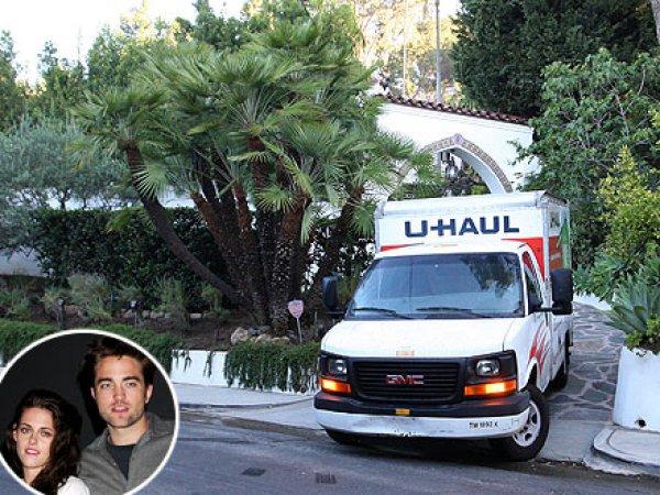 Возле дома Паттинсона и Стюарт был замечен грузовой автомобиль из службы перевозки грузов