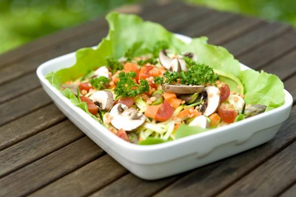 Постный салат из овощей и грибов