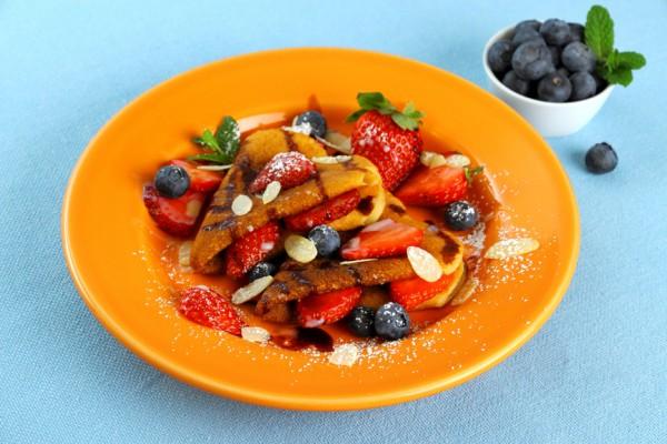 Рецепт                  Блины с апельсиновым соусом и фруктами