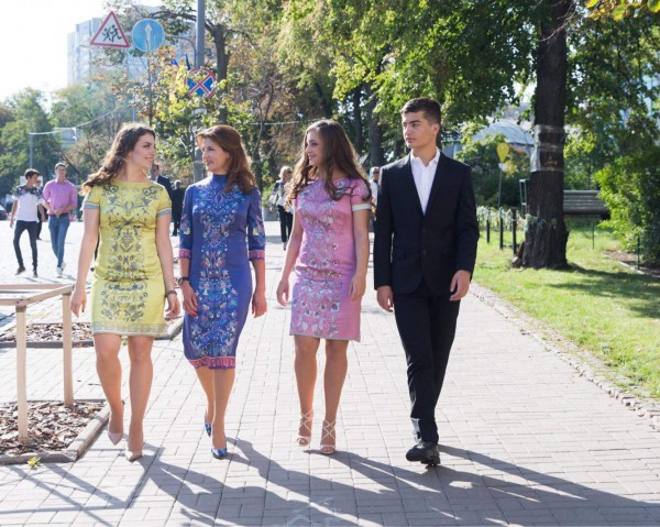 Первая Леди Украины с дочерьми в платьях Лилии Братусь