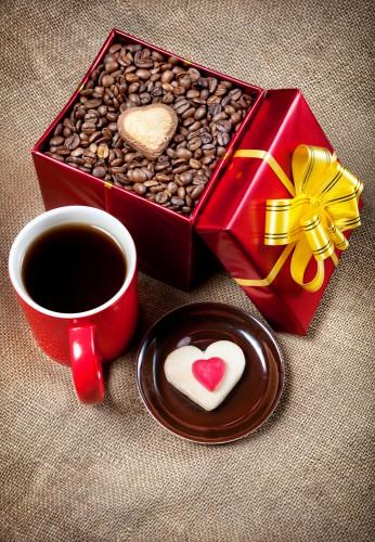 Любимого человека можно побаловать сладостями в форме сердечек