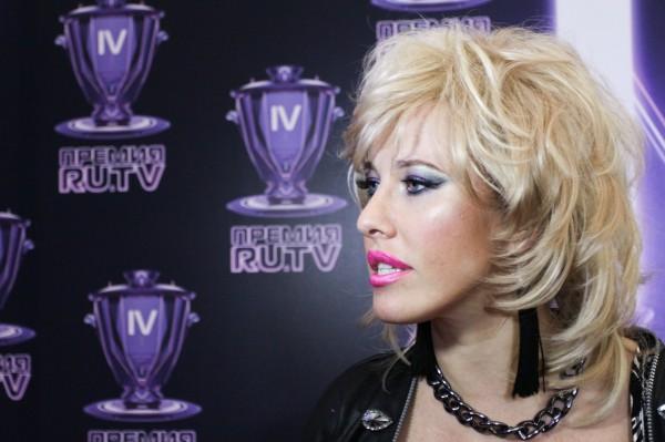 Ксения Собчак в образе певицы Оксаны Север