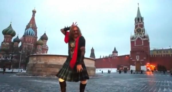 Никита Джигурда отменил конец света своим танцем Gangnam Style на Красной площади