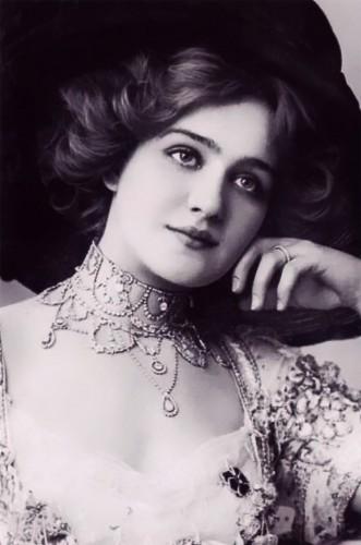 Лили Элси (1886 – 1962), популярная английская актриса и певица.
