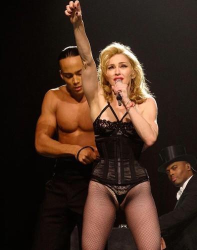Мадонна в сексуальных стрингах