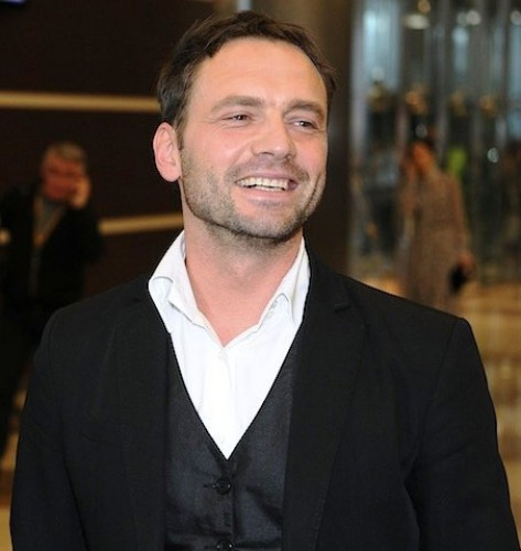Виктор Васильев стал новым ведущим шоу Рассмеши комика