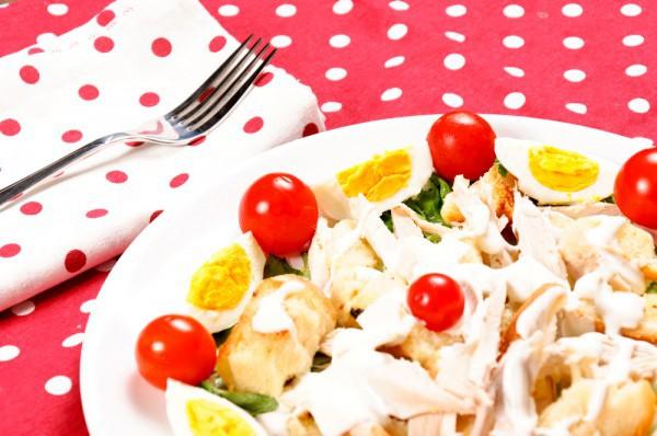 Пасхальный салат из яиц